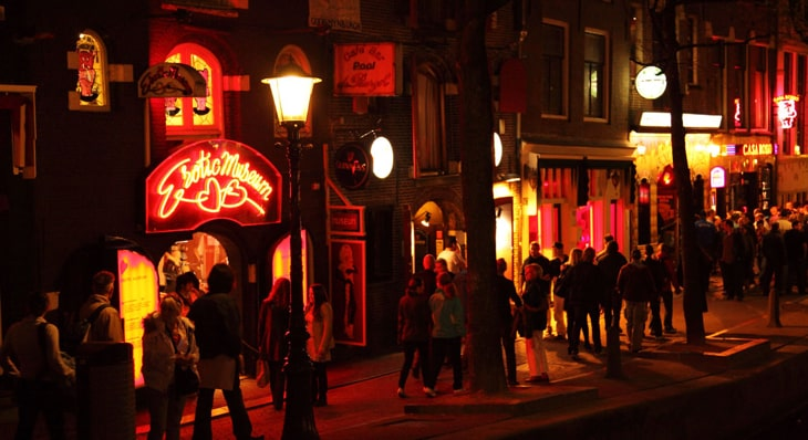 Amsterdam nightlife pub crawl in the red light district